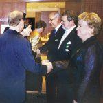 AAKL:n 25-vuotisjuhlassa vieraat vastaanottivat: oik. Marjatta Vatén, Erik Hellberg ja Pekka Kaarilahti.