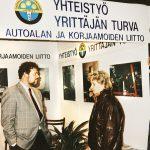 Erik Hellberg rakensi useimpiin alan näyttelyihin ja messuille AAKL:n oman osaston, jossa jaettiin Liitosta informaatiota.